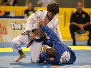 Felipe Costa passing the guard