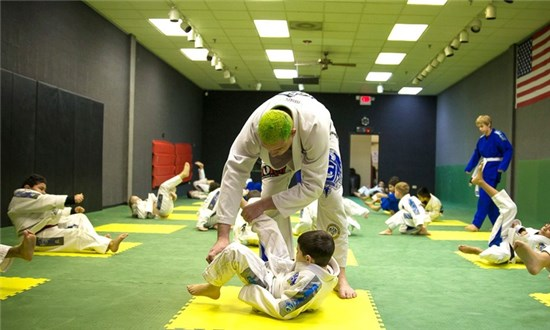 Comprido teaching at his academy in USA